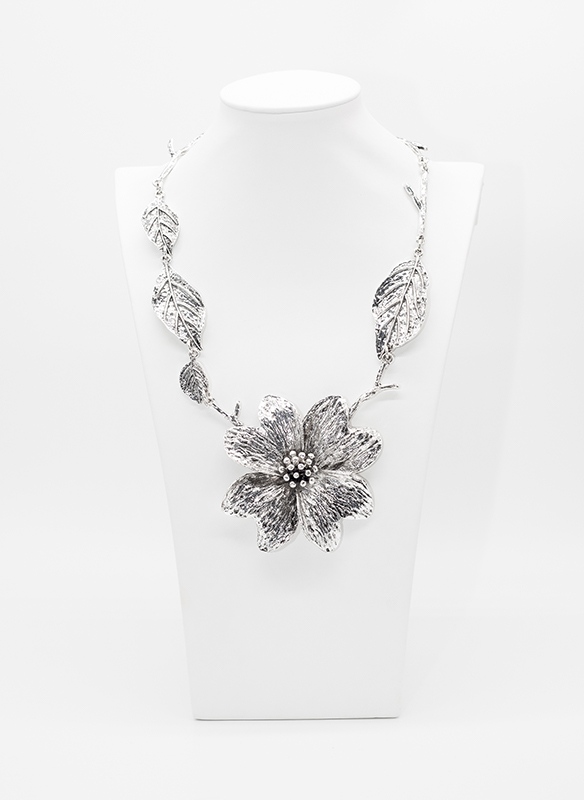 A Touch of Style Metal Flower and Leaf Necklace